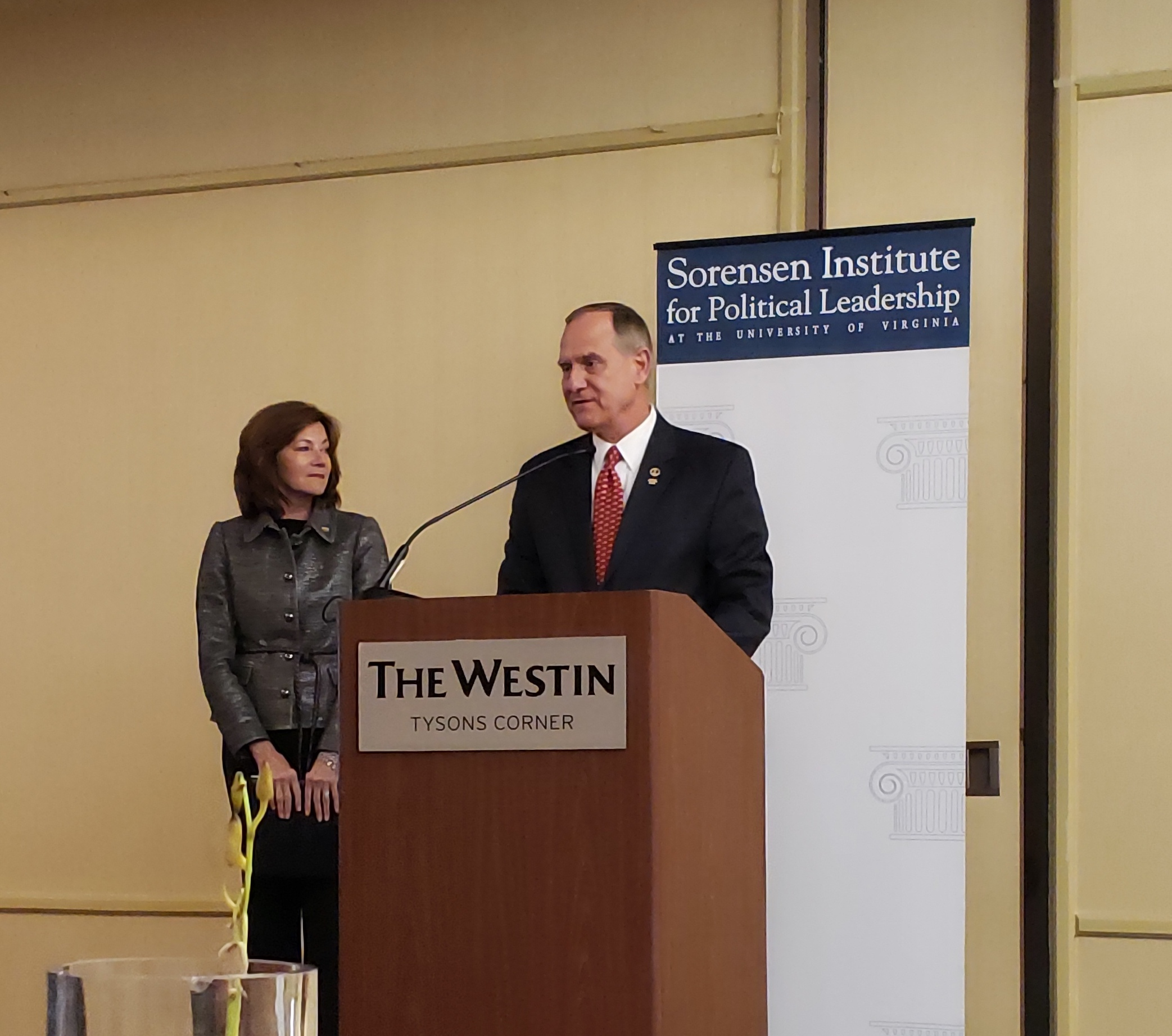 Event co-hosts Margi Vanderhye (R) and Rich Anderson (L)
